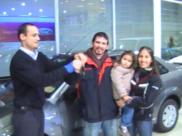 Luis Velazquez y flia retirando su Focus one por el plan de Gobierno. Vendio y Entrego Carlos Pigatto
