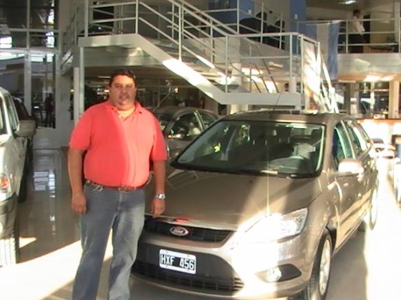 Cristian Tejada con su nuevo Ford Focus Trend Plus. Felicidades!