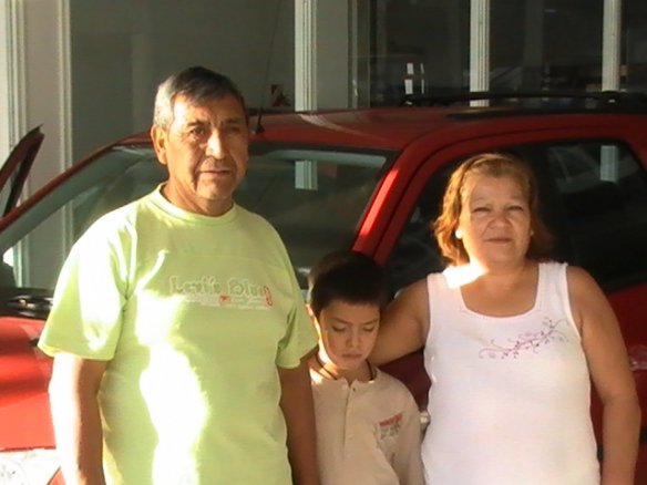 Ida Fortete, su esposo Sixto y su nieto retirando la Ecosport Xl Plus 0km.Felicitaciones y saludos a San Antonio Oeste.