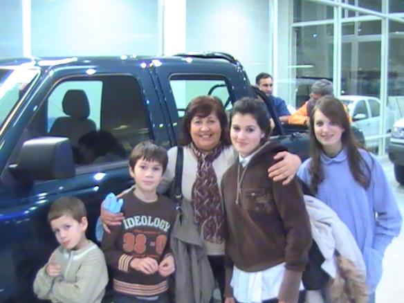 Graciela Amico y su hermosa familia retirando su nueva Ford Ranger !!