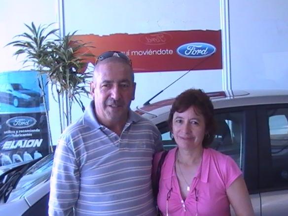 """""""Toco"""" Arias y su esposa Soledad retirando su Ford Focus Exe 0Km. Felicitaciones !"""