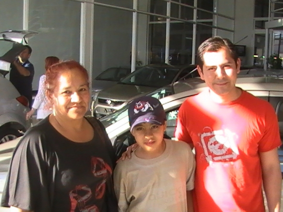Eva Cornejo retirando su Ford Fiesta 0KM-