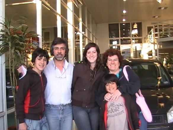 Marta Girazoles y su flia retirando su Ford Fiesta 0Km-Felicidades Familia!